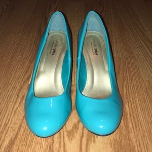 Turquoise 3 inch vintage toe heels